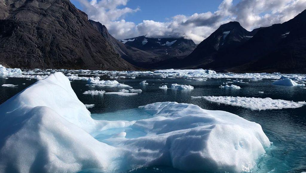 Pemanasan Global, Lapisan Es Greenland Mencair Lebih Cepat