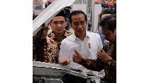 Momen Jokowi Ikut Luncurkan Mobil Perdana Esemka