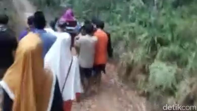 Ibu Hamil di Lebak Keguguran saat Ditandu 7 Km Akibat Jalan Rusak