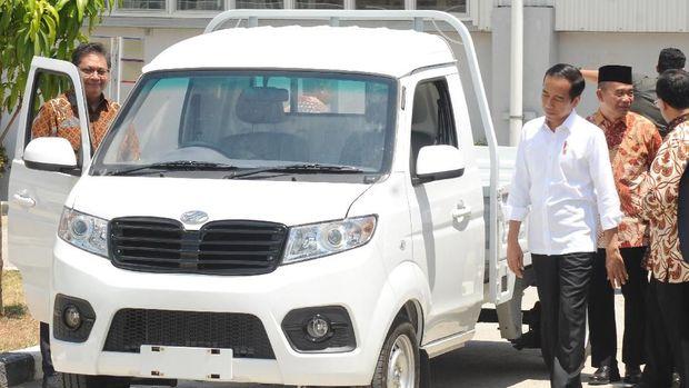 Presiden Jokowi meresmikan pabrik Esemka di Boyolali, Jawa Tengah, Jumat (6/9).