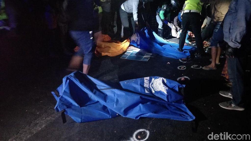 Diduga Gagal Nyalip, Pemotor dan Penumpang Tewas Terlindas Truk