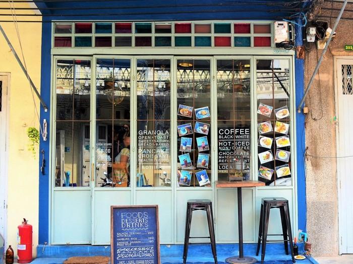 Kafe cantik yang satu ini tak boleh terlewatkan kalau melancong ke Bangkok, Thailand. Kafe dengan nama Blue Whale hadir dengan desain cantik yang didominasi warna biru. Foto: istimewa