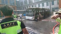 Video Bus Terbakar di Bandara Ngurah Rai Bali, Asap Hitam Membubung