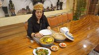 Digulung Pakai Sendok Kayu, Ini Cara Makan Papeda Khas Papua yang Benar