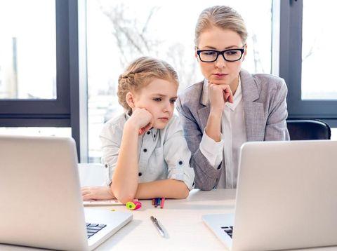 Mengenal WFH dan Cara Tetap Produktif Kerja Meski Ada Anak di Rumah