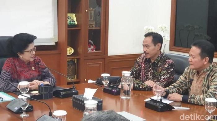 dr Supriyanto bertemu dengan Menkes Nila Moeloek. Foto: Widiya Wiyanti/detikHealth