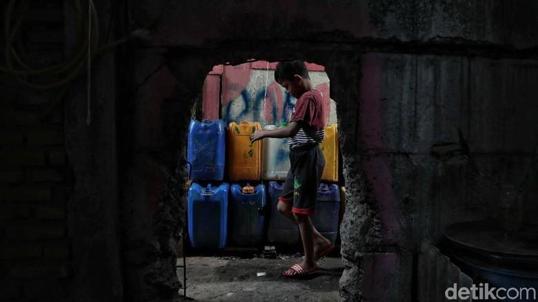 Melihat Kehidupan Warga di Gang Sempit Kampung Marlina
