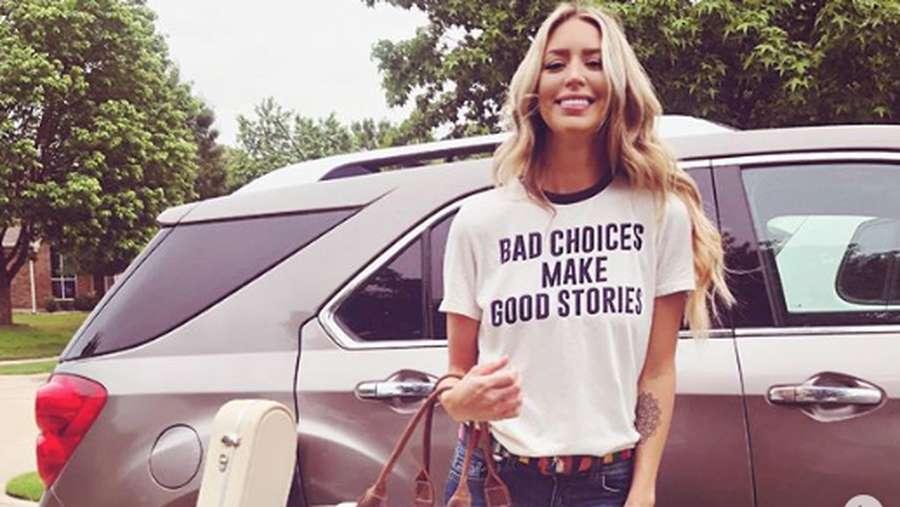 Penyanyi Kylie Rae Harris Meninggal Akibat Kecelakaan Mobil