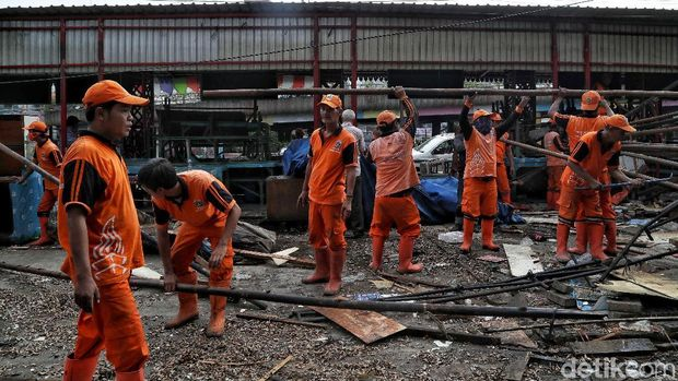 Pedagang Nasi Kapau di Kramat Raya Direlokasi /