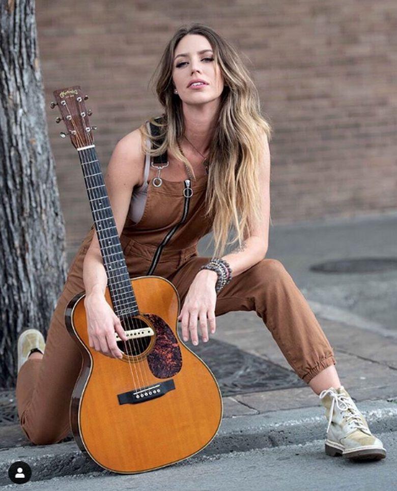 Penyanyi country Kylie Rae Harris meninggal dunia usai mengalami kecelakaan mobil di New Mexico, AS.Dok. Instagram/kylierh