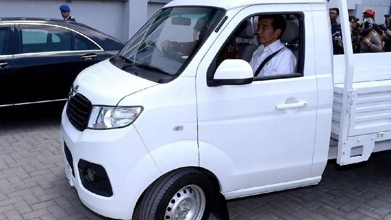 Jokowi mencoba mobil pikap Esemka Foto: Istimewa/Setpres