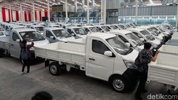 Pengamat: Pajak Mobil Baru 0% Harusnya untuk Kendaraan Niaga, Bukan Mobil Pribadi!