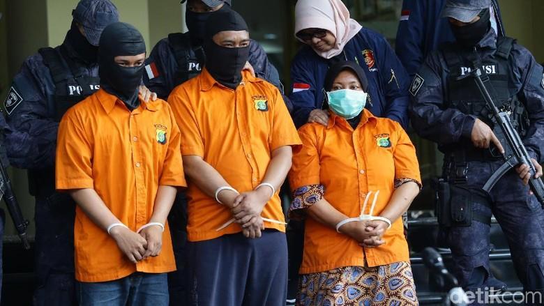 Polisi Gelar Rekonstruksi Adegan Pembakaran Jasad Pupung-Dana Siang Nanti