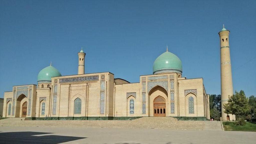 Mulai Besok, Uzbekistan Izinkan Sholat Jumat di Masjid