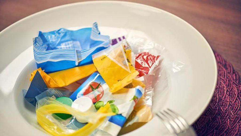 Manusia Ternyata Menelan Sampah Mikroplastik Tiap Hari