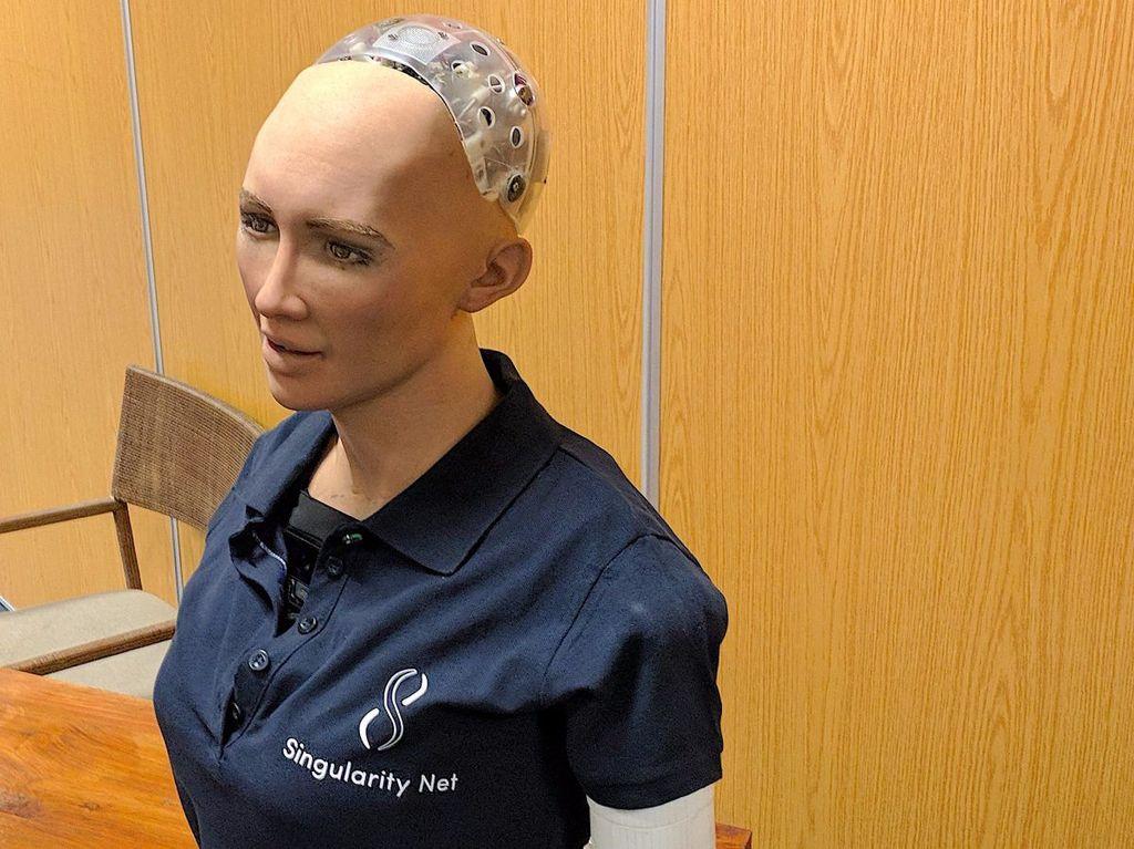 Robot Sophia memakai teknologi pengenal suara dari induk Google, Alphabet, dan didesain bertambah pintar secara mandiri. Foto: Istimewa