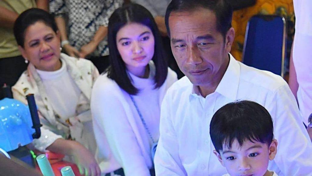 Berakhir Pekan Bareng Jan Ethes, Jokowi Bicara soal Keluarga
