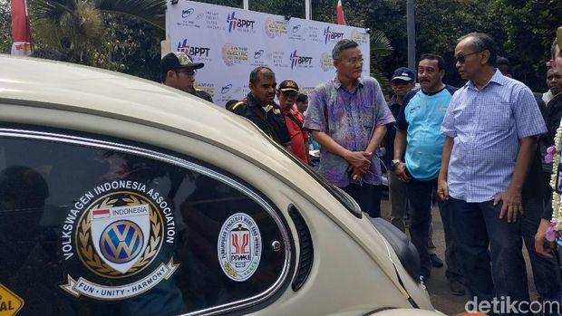 Sarwono Kusumaatmadja jajal mobil listrik