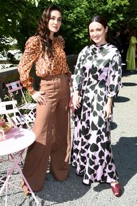 Luna Maya dan Julie Estelle di fashion show Kate Spade saat New York Fashion Week Spring 2020.