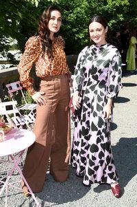 Luna Maya dan Julie Estelle di fashion show Kate Spade saat New York Fashion Week Spring 2020.