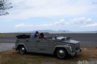 Cara Baru Liburan di Banyuwangi, Keliling Naik Mobil Antik