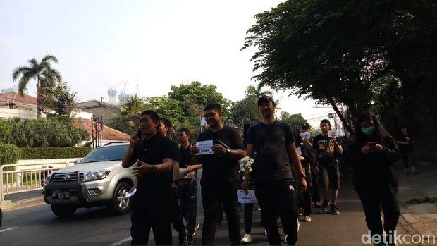 Tolak Revisi UU 30/2002, Pegawai KPK Long March Bundaran HI