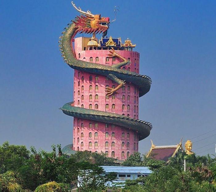 Menara ini berada di Thailand, tepatnya distrik Samphran. Istimewa/Avaxnews.