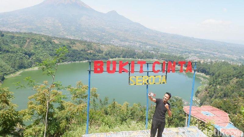 Bosan dengan rutinitas, wisata alam Bukit Cinta Lembah Seroja di Wonosobo, Jawa Tengah menjadi pilihan yang tepat untuk liburan. Indah banget! (Uje Hertono/detikcom)
