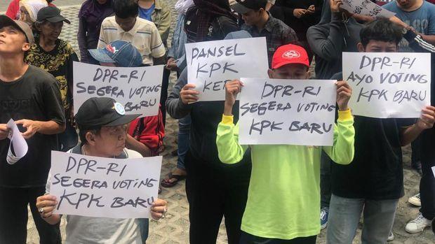 KPK Tegas Menolak, Ada Saja Massa Gelar Aksi Dukung Revisi UU KPK