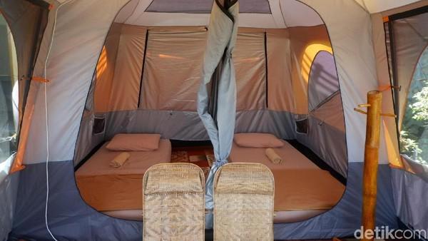 Camping ground disediakan lahan sendiri. Namun pengelola juga menyediakan tenda eksklusif dengan 2 kasur dengan toilet air panas dan dingin (Uje Hertono/detikcom)