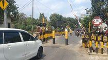Perlintasan Sebidang di Kota Blitar Diportal, Warga Protes PT KAI
