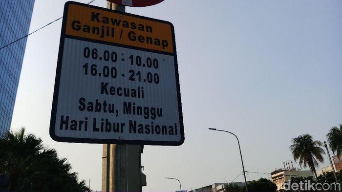 Foto: Rambu-rambu ganjil genap di Jl Gajah Mada-Hayam Wuruk-Majapahit. (Farih Maulana/detikcom)