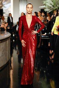 Bella Hadid di fashion show Ralph Lauren beberapa waktu lalu.