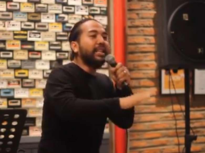 Adriano Qalbi Siap Tur Stand Up Comedy Tau Deh yang Pinter ke 5 Kota