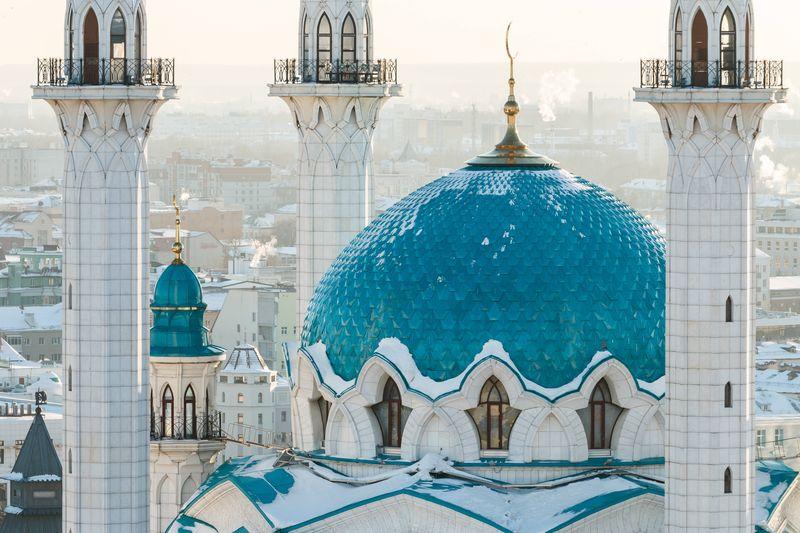 Inilah Masjid Kul Sharif yang terletak di Kota Kazan, Rusia. Sempat dihancurkan tahun 1552, Masjid Kul Sharif dibangun dengan sentuhan modern dan dibuka kembali tahun 2005. Masjid terdiri dari 3 bangunan, yakni Masjid, tugu peringatan dan kantor administrasi (Agoda)