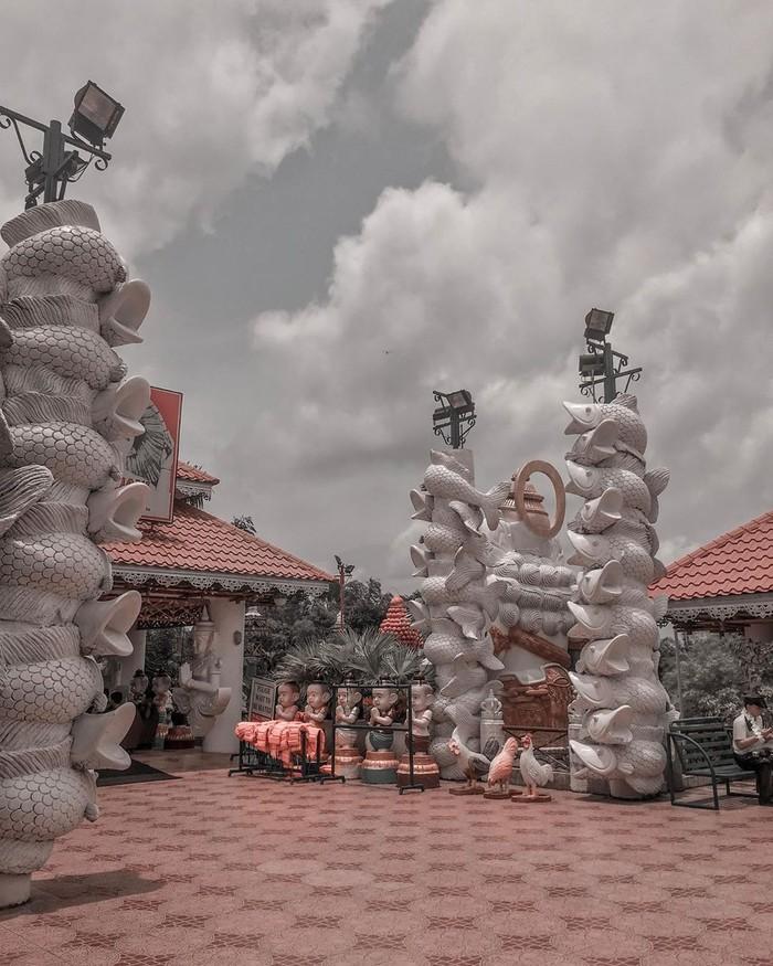Di Filipina, restoran Isdaan ini, menyajikan aneka makanan laut dan olahan hidangan khas Filipina. Di desain dengan konsep yang unik, restoran ini masuk ke dalam destinasi wisata di Filipina. Foto: Istimewa/Instagram