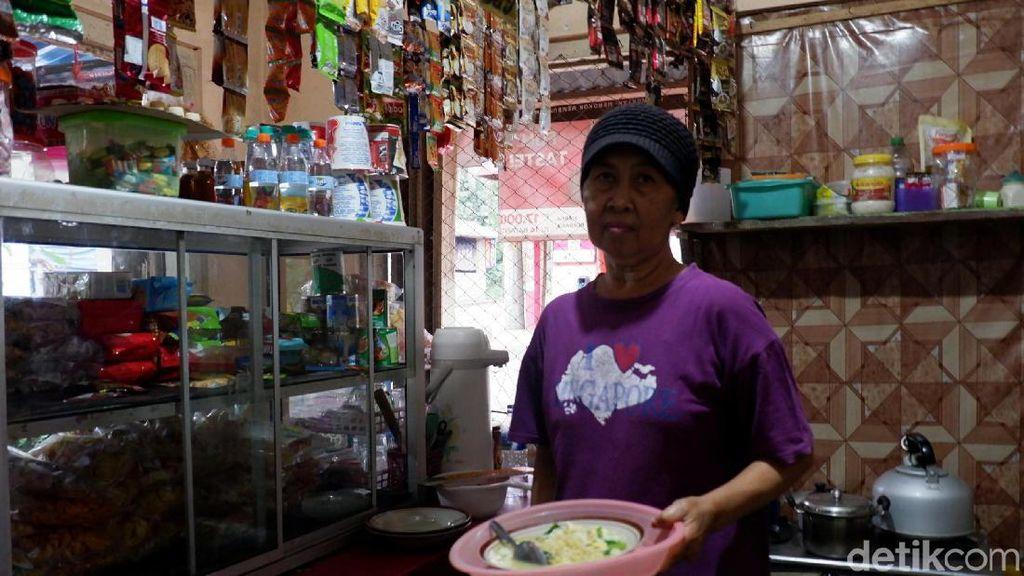 Kenalan dengan Bu Soeto, Idola Para Pendaki Gunung Raung