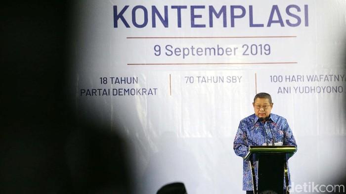 Susilo Bambang Yudhoyono (SBY) menyampaikan pidato kontemplasinya. SBY berharap pidato kontemplasinya dapat dijadikan pertimbangan bagi Jokowi mengambil kebijakan.