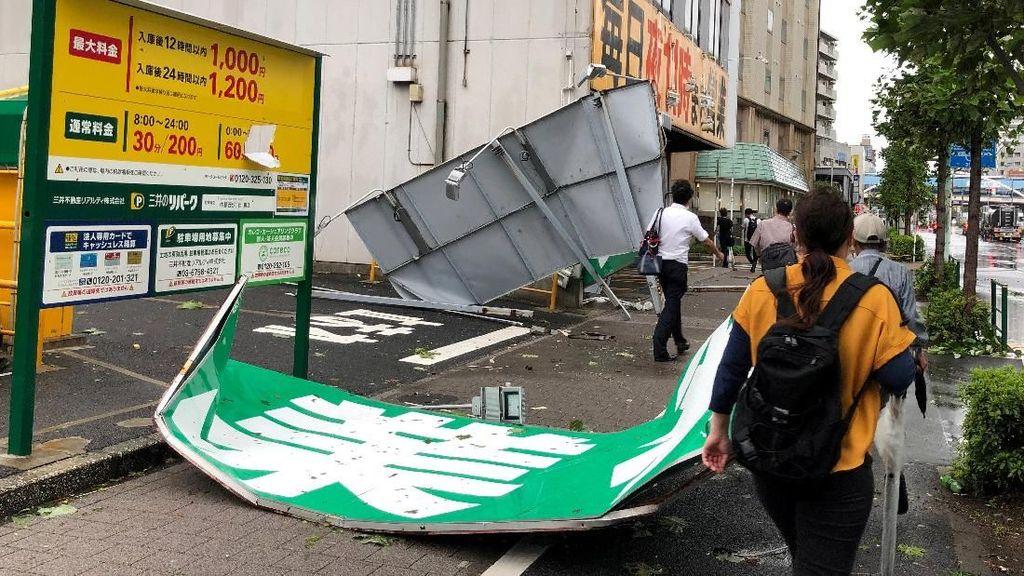 Topan Faxai Hantam Jepang, 17.000 Penumpang Telantar di Bandara Narita
