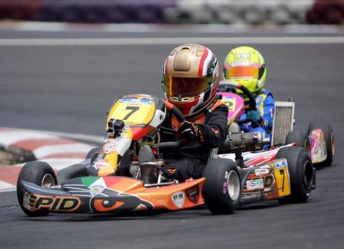 Pembalap belia berusia 8, Qarrar Firhand Ali menyudahi seluruh rangkaian putaran Kejurnas ini dengan hasil yang mumpuni. Qarrar yang akrab disapa Al ini finis di posisi kedua kelas kadet. Foto: dok. Tanada Racing