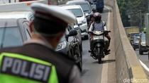 Prittt... Pemotor Nakal Ditilang di Flyover Pesing