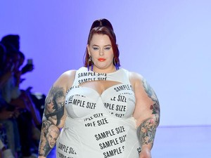 Model Gemuk dengan BB 137 Kg Tampil di Catwalk New York Fashion Week 2019