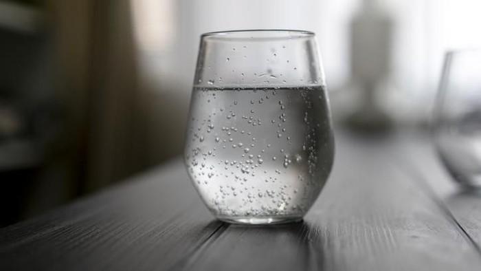 Air dingin disebut bisa buat maag makin parah. (Foto: iStock)