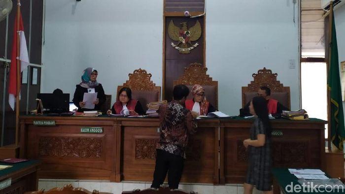 Foto: Sidang Perdana Kisruh Sushi Tei (Yulida Medistiara/detikcom)