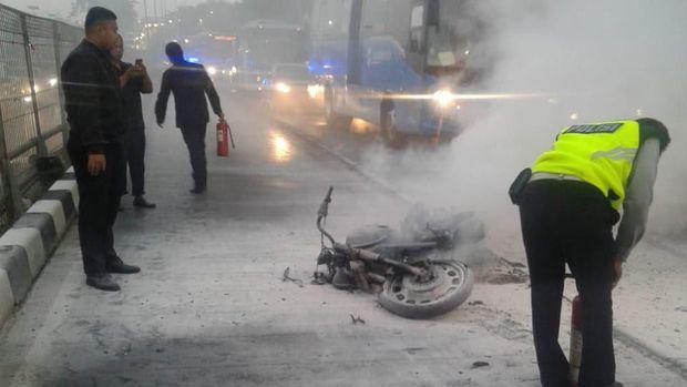 Motor terbakar di Jalan S Parman