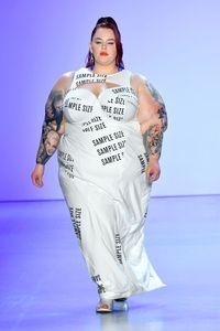 Tess Holliday, model bertubuh gemuk tampil di New York Fashion Week 2019