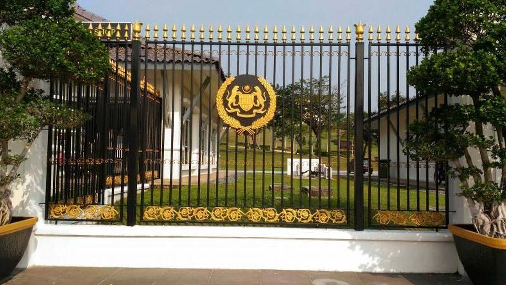 Miripnya Istana Negara Malaysia dan Indonesia