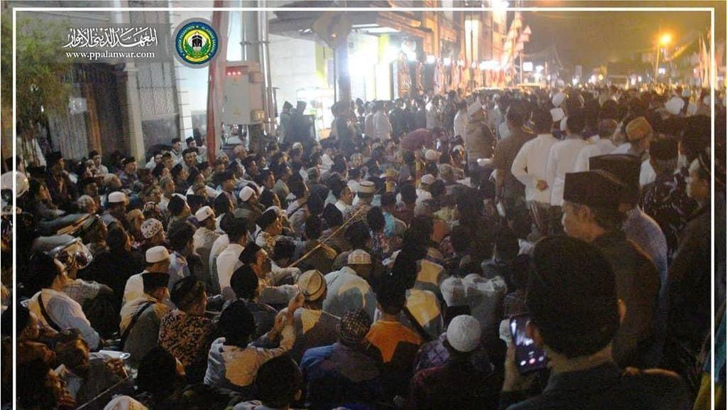 Peringatan 40 Hari Wafatnya Mbah Moen, Jalur Pantura Tuban Ditutup Total