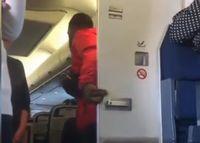 Sang pria yang keluar dari toilet pesawat (Instagram)