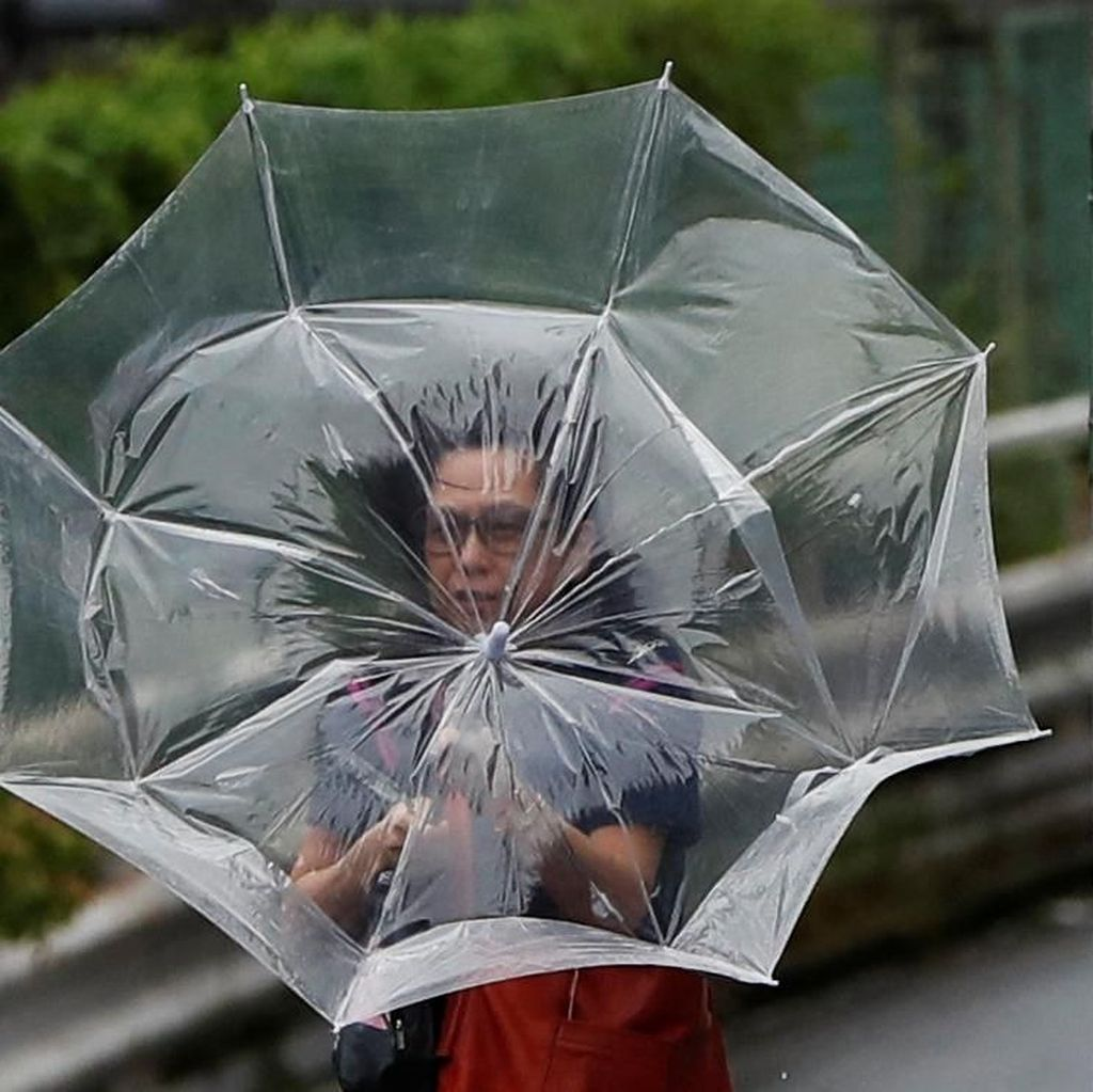 Topan Dahsyat Picu Mati Lampu di Jepang, Ratusan Penerbangan Dibatalkan